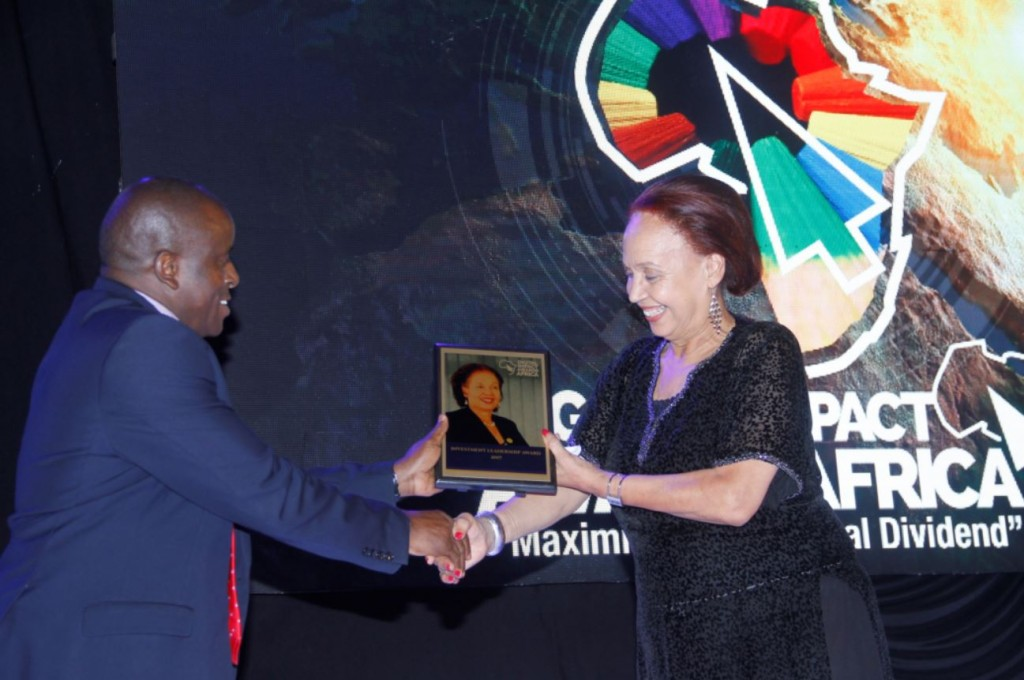Hon. David Karubanga, The state minister for Public Service, #DIAA2017 Patron, presents DIAA Investment Leadership Award to Professor Margaret Blick Kigozi